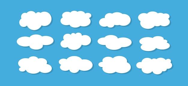 Insieme di nuvole bianche su sfondo blu