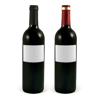 Set di bottiglie di vino con etichette vuote.