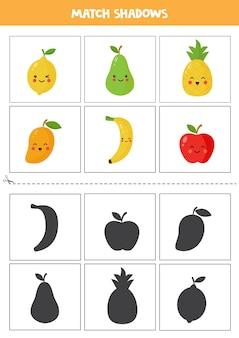 Schede di corrispondenza delle ombre per bambini in età prescolare. frutta kawaii del fumetto.
