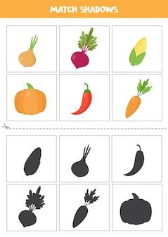 Carte abbinate ombra per bambini in età prescolare. verdure del fumetto.