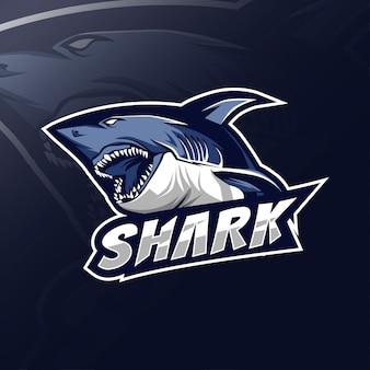 Mascotte di squalo logo design esport