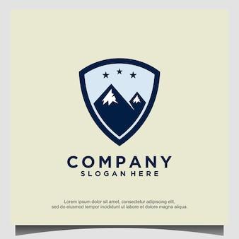 Scudo emblema montagna logo design vector
