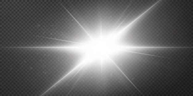 Stelle brillanti isolate su uno sfondo bianco trasparente. effetti, abbagliamento, splendore, esplosione, luce bianca, ambientazione. lo splendore delle stelle, il bellissimo riverbero del sole.