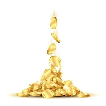 Le monete d'oro lucide cadono dall'alto per formare un mucchio di monete. concetto di profitto improvviso, successo o eredità. isolato su sfondo bianco