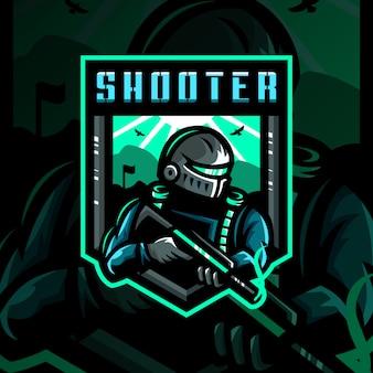 Gioco esportatore di mascotte soldato mascotte logo illustrazione esport Vettore Premium