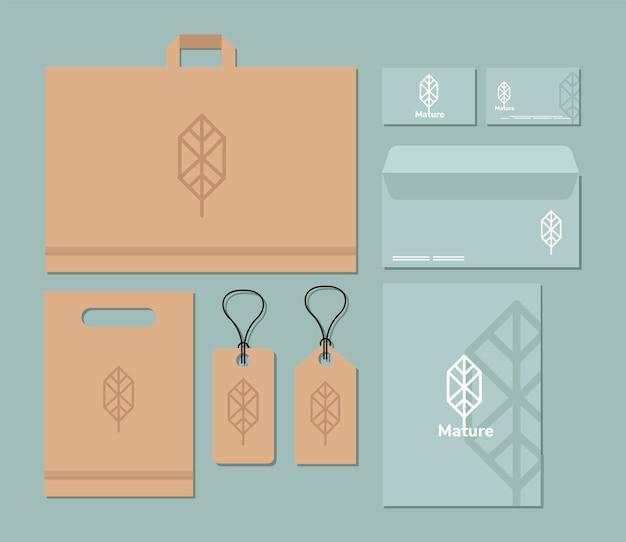 Borsa della spesa e pacchetto di elementi impostati mockup nel disegno blu dell'illustrazione