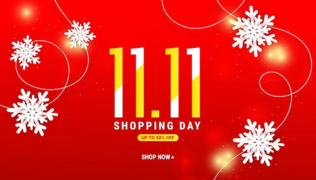 Banner di vendita inverno giorno dello shopping con fiocchi di neve bianchi tagliati di carta, glitter oro su rosso