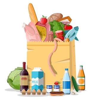 Shopping bag di carta con prodotti freschi. negozio di alimentari, supermercato. cibo e bevande. latte, verdure, carne, pollo al formaggio, salsicce, insalata, pane ai cereali all'uovo.