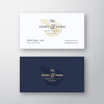 Gamberetti e gamberi frutti di mare astratto elegante segno o logo e modello di biglietto da visita. mock up realistico stazionario premium. tipografia moderna e ombre morbide.