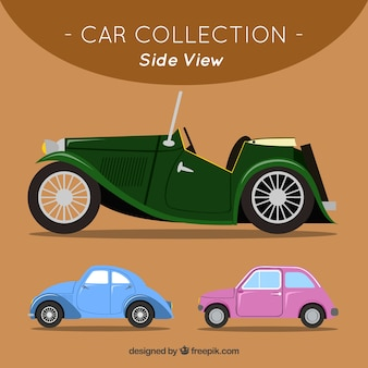 Vista laterale delle automobili piatte e antiche