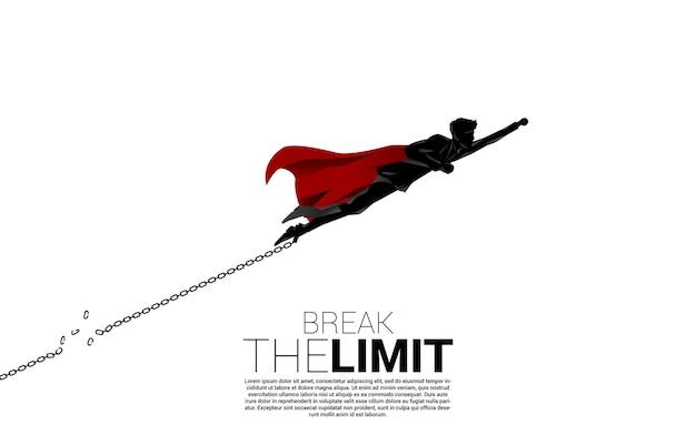 Siluetta dell'uomo d'affari che vola per rompere la catena a piedi. concetto di infrangere la regola e il limite negli affari.