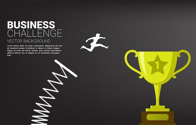 Sagoma di uomo d'affari salta in cima al trofeo campione con trampolino di lancio