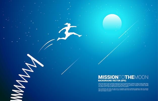 Silhouette di imprenditrice salta sulla luna con trampolino di lancio
