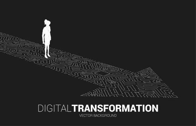 La siluetta della donna di affari che sta sul punto della freccia collega lo stile del circuito. banner della trasformazione digitale del business.