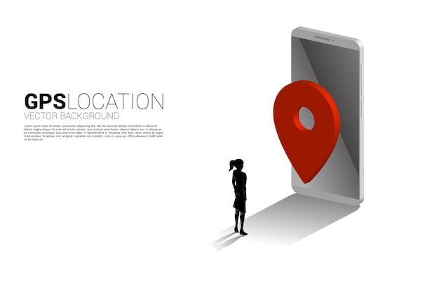 Siluetta della donna di affari con l'indicatore del perno di gps 3d e il telefono cellulare. concetto di posizione e luogo della struttura, tecnologia gps