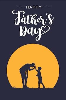 Siluetta del padre e del figlio che danno il cinque con la festa del papà felice del testo, vettore