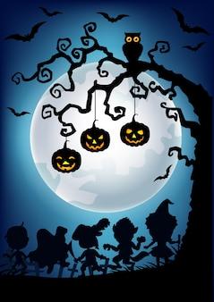 Silhouette di appendere albero di zucca di halloween e bambini piccoli