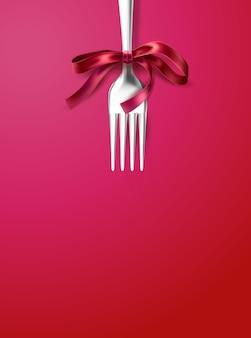 Forchetta d'argento con fiocco in nastro rosso