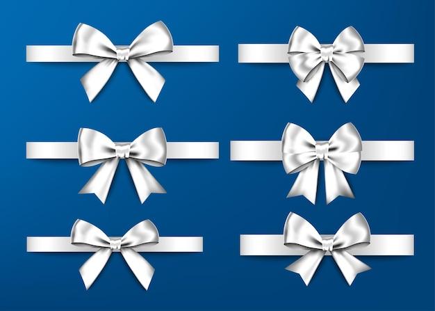 Set di fiocchi regalo d'argento isolati su sfondo bianco decorazione di compleanno di natale capodanno