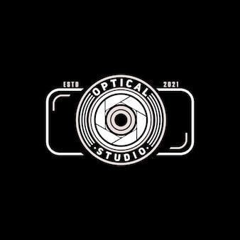 Obiettivo della fotocamera con logo semplice con fotocamera per studio fotografico