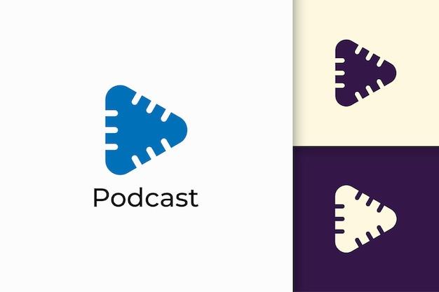 Logo del microfono semplice con forma di riproduzione per radio o registrazione