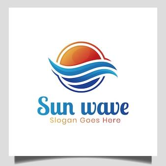 Logo tramonto moderno semplice isolato con sole e onde in mare, oceano, spiaggia per logo aziendale naturale