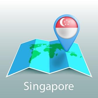 Mappa del mondo di bandiera di singapore nel pin con il nome del paese su sfondo grigio