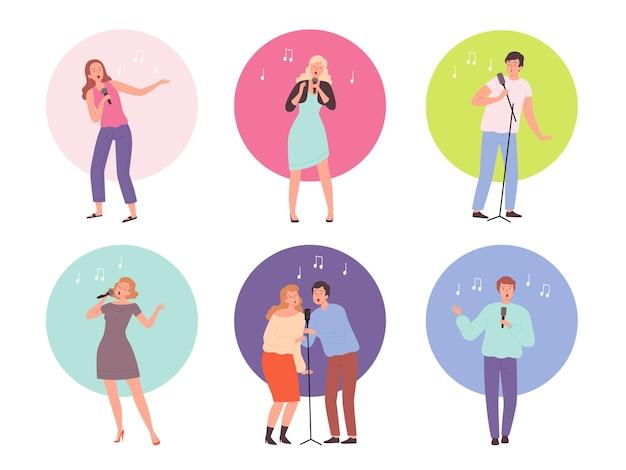 Personaggi che cantano. persone adulte in un club di karaoke che cantano musica popolare da solista