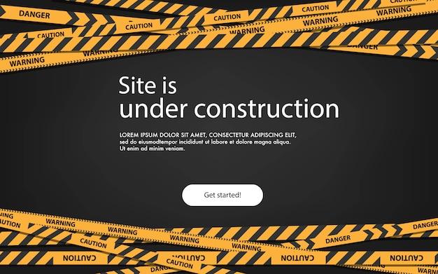 Pagina di atterraggio del concetto in costruzione. pagina in costruzione del sito web con l'illustrazione a strisce nera e gialla dei bordi. striscia di confine web, banner di avvertimento.