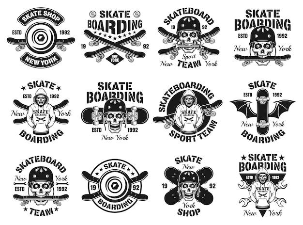 Skateboard set di dodici vettore emblemi, etichette, distintivi o loghi in stile vintage monocromatico isolato su sfondo bianco