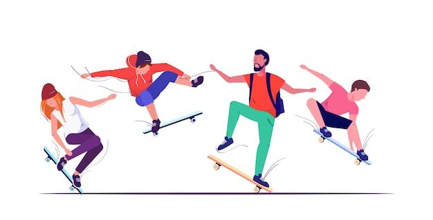 Pattinatori che eseguono acrobazie skateboard concetto adolescenti divertirsi equitazione skateboard schizzo sfondo bianco