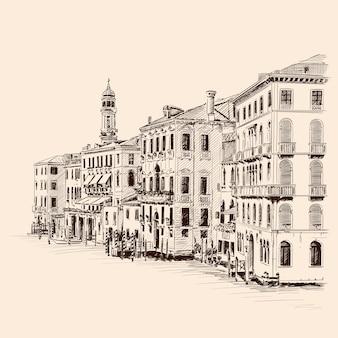 Schizzo della strada di una vecchia città europea con grattacieli e una torre. disegno grezzo fatto a mano su fondo beige.