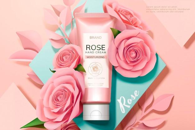 Banner di crema per le mani alla rosa per la cura della pelle con fiori di carta rosa su superficie geometrica in stile 3d
