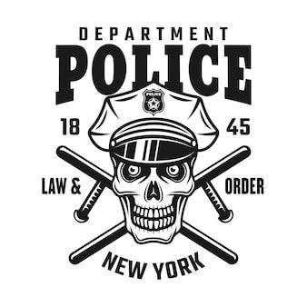 Teschio in berretto della polizia con due manganelli incrociati