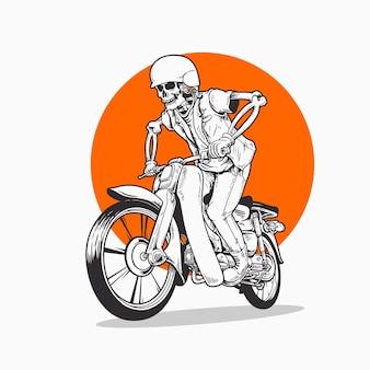 Teschio in sella a una moto d'epoca