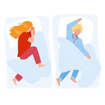 Bambino addormentato un ragazzo e una ragazza in un letto accogliente vettore. su un cuscino e una coperta coperta bambino che dorme in comodi mobili da camera da letto. i personaggi dormono e sognano l'illustrazione piana del fumetto