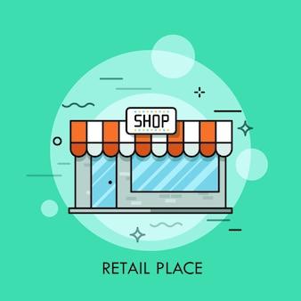Piccolo negozio carino con tende da sole cartello vetrate e porta d'ingresso concetto di centro commerciale minimarket luogo di vendita al dettaglio