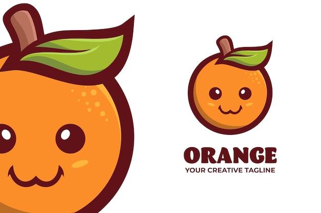 Modello di logo del personaggio della mascotte del gufo intelligente geek