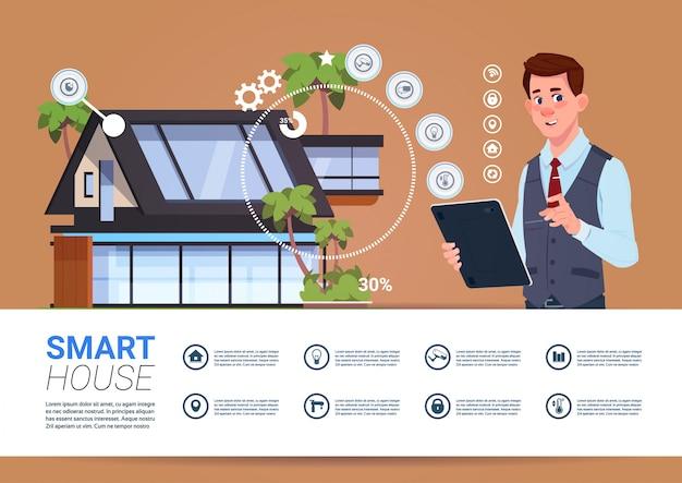 Concetto di tecnologia smart home con dispositivo tablet uomo con interfaccia di controllo