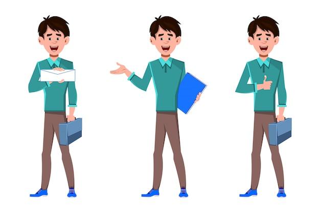 Uomo d'affari sorridente con tre diverse situazioni e pose