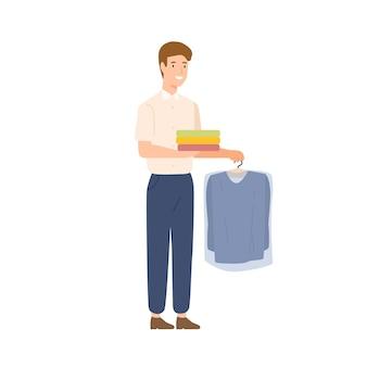 Sorridente cartone animato maschio consegna corriere lavaggio a secco vestiti illustrazione piatta