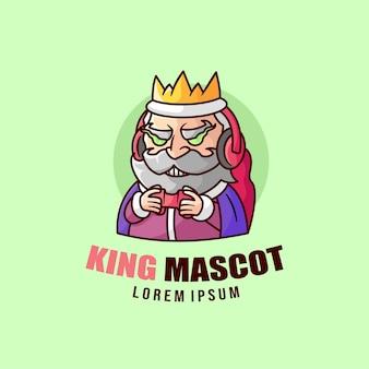 Vecchio re sorridente che gioca il logo della mascotte del video gioco
