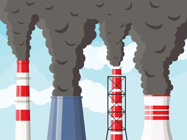 Tubi di fabbrica di fumo contro il cielo sereno con nuvole.