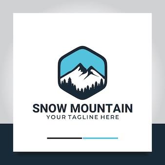 Montagna di neve con illustrazione di design del logo del pino