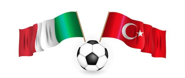 Pallone da calcio sullo sfondo di due bandiere incrociate del concetto di gioco di calcio della turchia e dell'italia