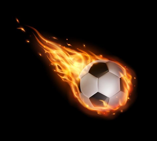 Pallone da calcio che vola con lingue di fuoco, calcio