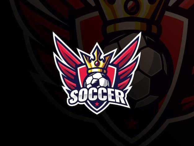 Logo design sport calcio calcio. logo di calcio o illustrazione di vettore del distintivo del segno del club di calcio. re del calcio con ali e scudo