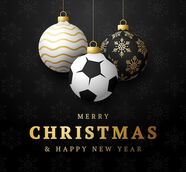 Calcio buon natale e felice anno nuovo cartolina d'auguri di sport di lusso. pallone da calcio come una palla di natale sullo sfondo. illustrazione vettoriale.