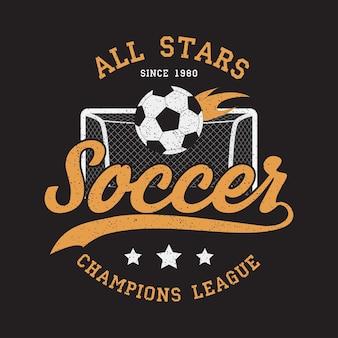 Abbigliamento sportivo da calcio con porta da calcio e palla infuocata emblema di tipografia per tshirt