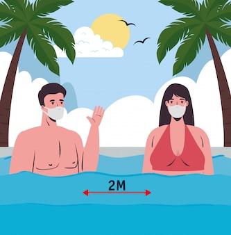 Distanza sociale sulla spiaggia, coppia che indossa una maschera medica in mare, nuovo concetto normale di spiaggia estiva dopo coronavirus o covid 19
